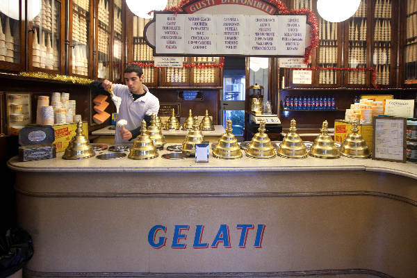 """December 2010. Milaan , Gelateria Rinomata\"""