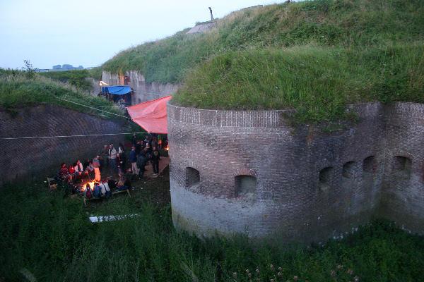 "\""feestje fort Pannerden foto: Gerard Verschooten ?   13-09-2004\"""