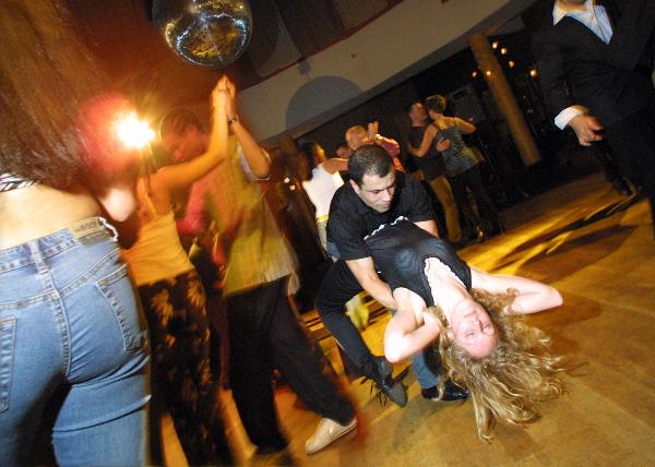 "\""Salsa dansavond in Triavum LENTE!!! red nij foto: Gerard Verschooten ? FC  17-03-2002\"""