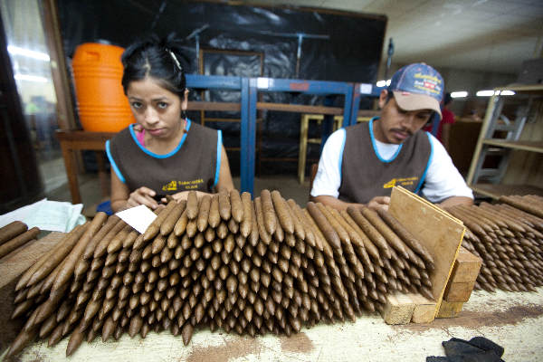 "\""Januari 2011, Estelli, Nicaragua, de sigaren van  Oliva\"""