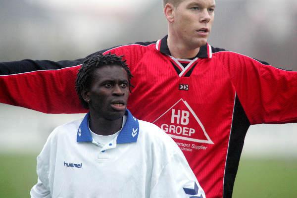 "\""Bemmel, 05012-2004 Allochtone en Nederlandse voetballer foto: Gerard Verschooten ?   05-12-2004\"""