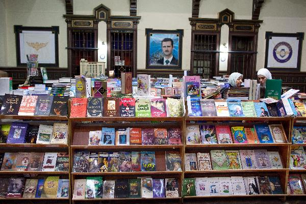 """Mei 2010, Syri�, Boekhandel in oud treinstation in Damascus\"""