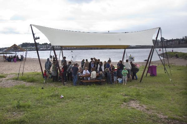 "\""Nijmegen, 17-7-2011 . Zomerfeesten, Valkhofaffaire Valkhof, Habana, Lents strand\"""