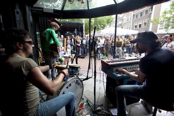 "\""Nijmegen, 28-8-2011 . Muziekfeest Rock Royale. Koningsplein. bandjes. op de foto: Gospel.\"""