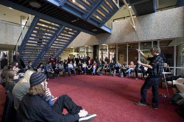 "\""Nijmegen, 1-3-2012 . RUN, Aktievergadering AKKU onder de trappen van Erasmusgebouw ivm aktieweek tegen plannen Zijlstra\"""