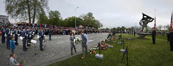 "\""Nijmegen, 4-5-2012 . panorama va dodenherdenking Trajanusplein\"""