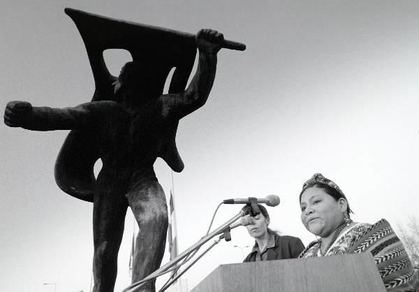 """""""Roberta Menchu, nobelprijswinnares, kandidaat voor de presidentsverkiezingen 9 sept. in Guatamala was tijdens dodenherdenking 1995 te gast in Nijmegen"""""""