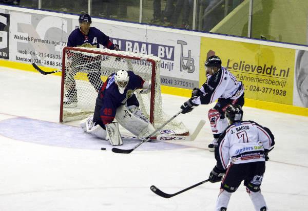 "\""ijshockey Nijmegen-Den Haag. 2-0\"""