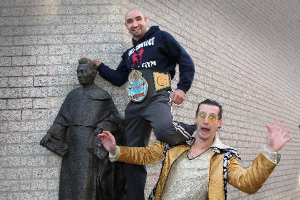 "\""Perry Ubeda en Stevie Starlight dingen mee naar titel Grootste Nijmegenaar. Titus Brandsma ook, maar die is dood.\"""