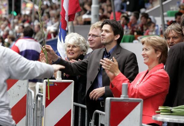 "\""Intocht Vierdaagse 22-07-2005, Vereeniging, Keizer Karel podia, Scaldia, Peys, Frequin, minister, Frits Spits foto: Gerard Verschooten ? FC\"""