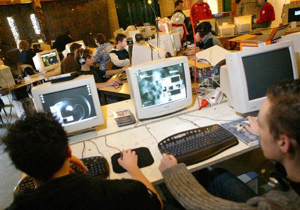 Computernerds bij Scouting de Bever