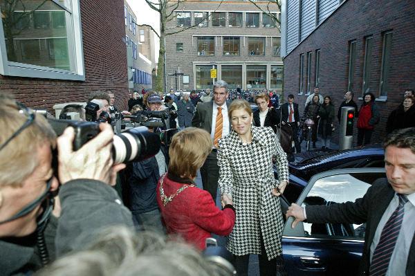Maxima bezoekt sociale dienst, ter Horst erbij