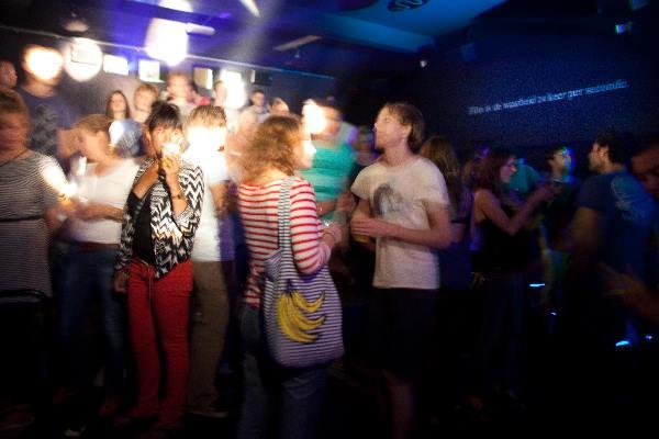 "\""Nijmegen, 7-2010 . Zomerfeesten, Vierdaagse, Dance in voormalige Cinemarienburg\"""