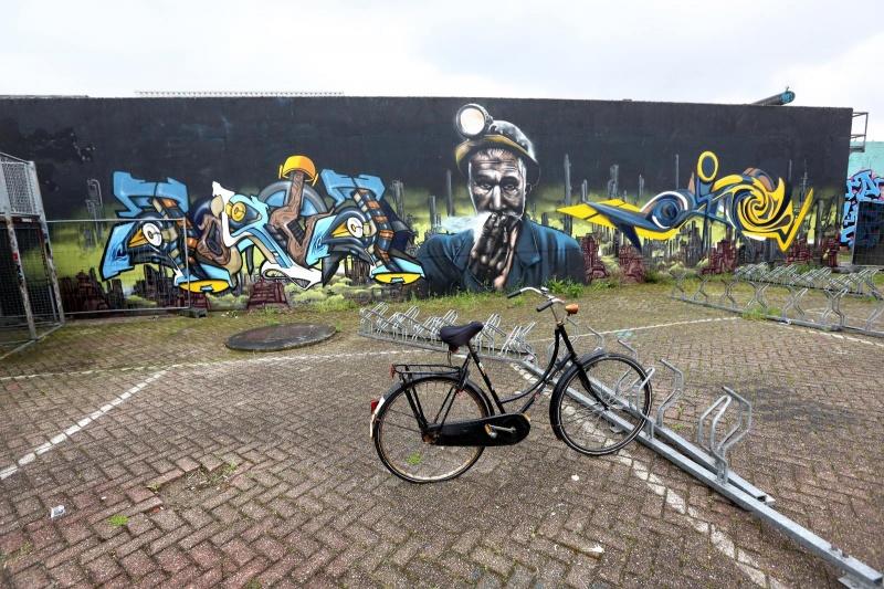 Graffiti bij skatecentrum Waalhalla. Nijmegen, 23-5-2013 . dgfoto.