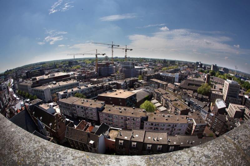 Uitzicht vanaf de Stevenskerk. Nijmegen, 27-5-2013 . dgfoto.