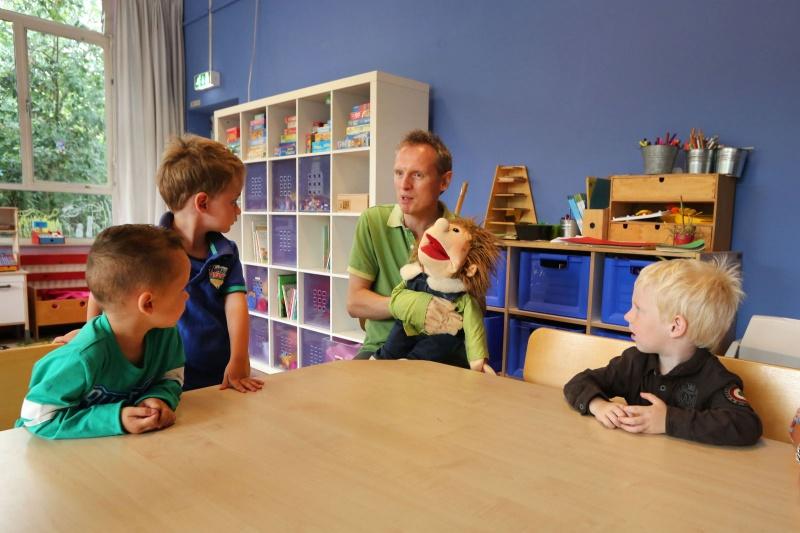 Start schooljaar peutergroep Bloem met engelse les. Florence Nightingaleschool. Nijmegen, 12-8-2013 . dgfoto.