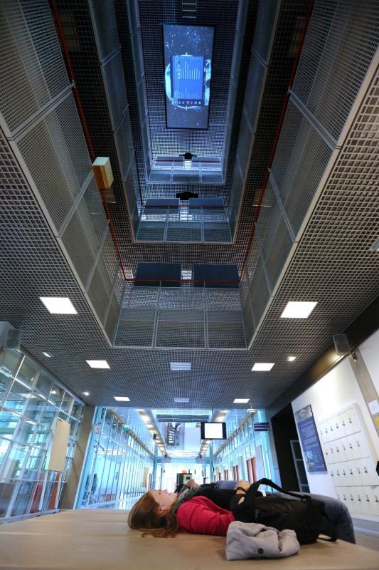 Art meets Science, Art Cumbles, Huygensgebouw Radboud universiteit, Opbouw.  Nijmegen, 8-8-2013 . dgfoto.