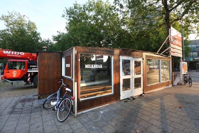 Frituur Keizer Karelplein nog niet weg... Nijmegen, 29-8-2013 . dgfoto.