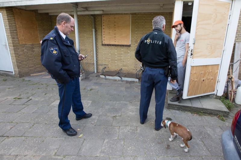Zwembad Oost gekraakt. Kraker Matheus op gesprek. Nijmegen, 3-10-2013 . dgfoto.