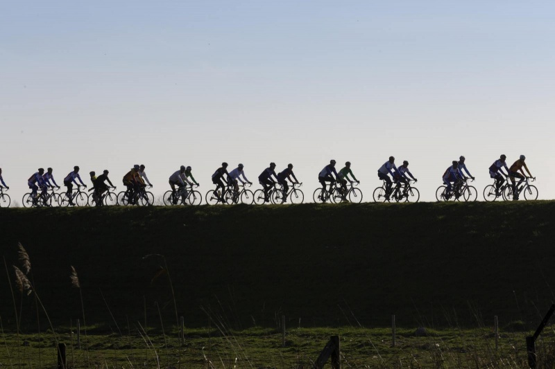 Fietstraining 't Verzetje Wielerclub start met de eerste trainingen voor beginners en gevorderden.  Rob van der Velden is er. Start is om 9.30 uur. , Bemmel, 9-3-2014 . dgfoto.