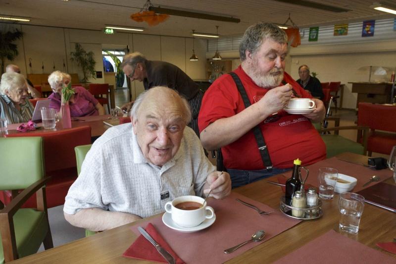 Voor een nieuwe Kraak en Smaak wordt dit keer gegeten bij De Orangerie in Malvert. Nijmegen, 26-5-2014 . dgfoto.