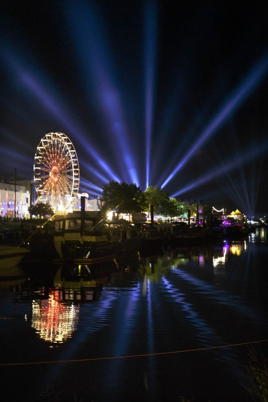 Matrix en reuzenrad. Vierdaagsefeesten, Zomerfeesten, Vierdaagse. Nijmegen, 19-7-2014 . dgfoto.