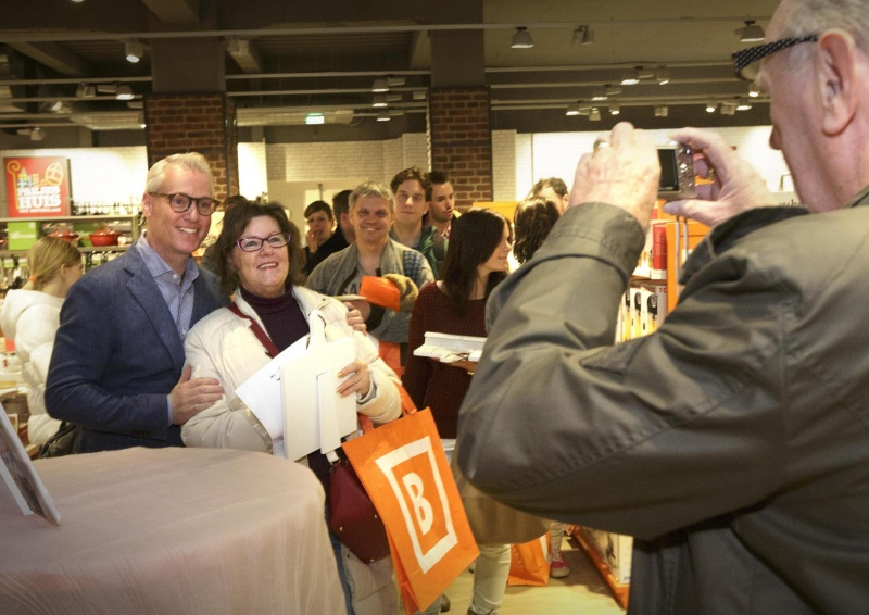 Heropening Blokker met balonnen, van Hees en kok Rudolph. Nijmegen, 6-11-2014 . dgfoto.
