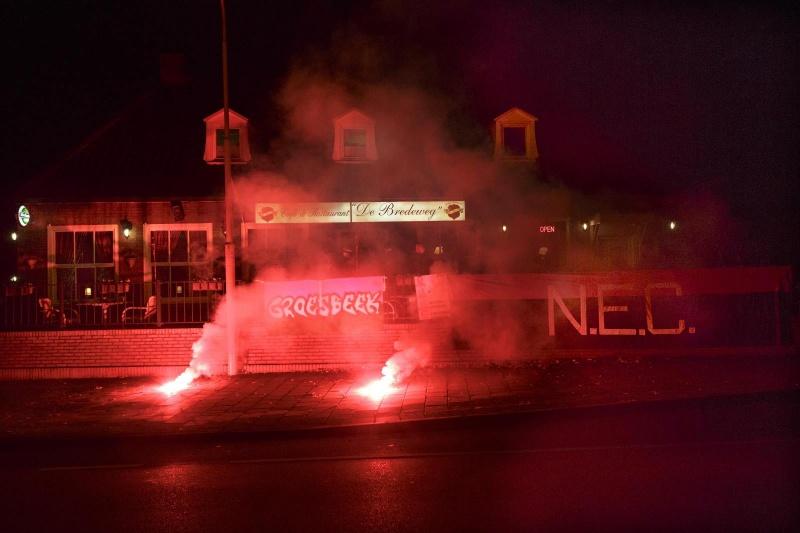 NEC speelt tegen De Treffers. Supporters kijken in caf? De Bredeweg . Groesbeek, 30-10-2014 . dgfoto.
