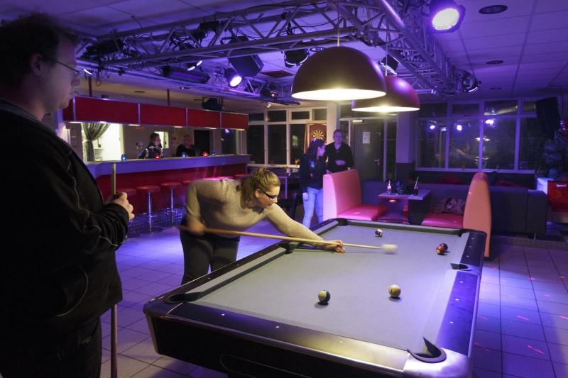 Pool biljart jeugdcentrum Waasdaa in Beuningen.  14-11-2014 . dgfoto.