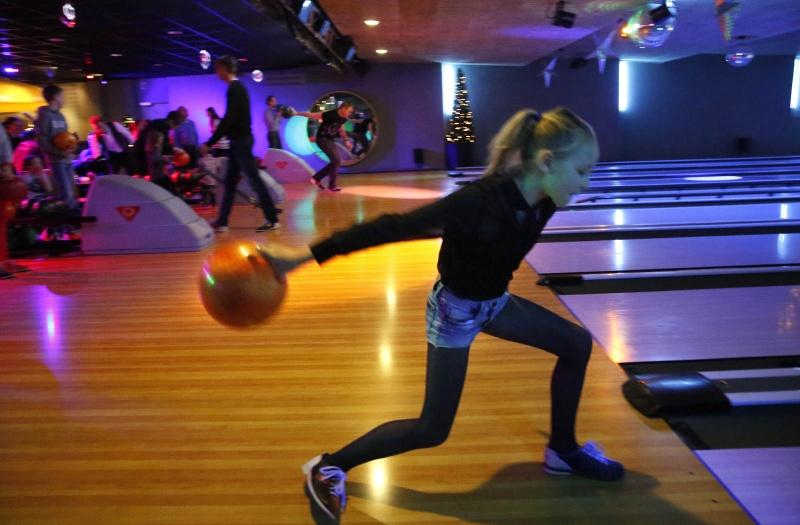 Uitgaan op eerste Kerstdag in Nijmegen: De bowlingbaan. Nijmegen, 26-12-2014 . dgfoto.