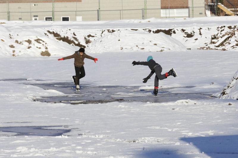 Er kan weer geschaatst worden! Schaatsen op Parc Margriet. Nijmegen, 28-12-2014 . dgfoto.