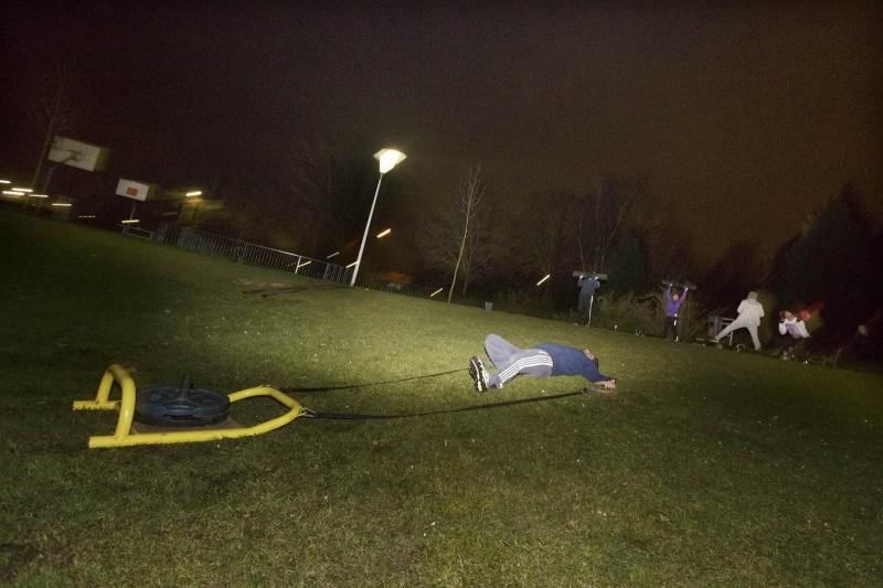Ahmet Ayhan een crosscamp training: een nieuwe, creatieve fitnessmethode, Opaalstraat. Nijmegen, 6-2-2015 . dgfoto.