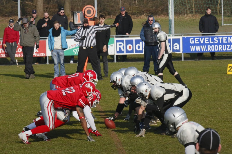 american football: Nijmegen Pirates - Crusaders en trainer. Nijmegen, 15-2-2015 . dgfoto.