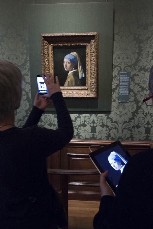 Mauritshuis, Binnenhof, met Wies Den Haag, 17-2-2015 . dgfoto.