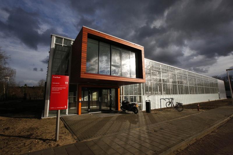 Het nieuwe kassencomplex van de Radboud universiteit met Led kweeklampen, wilde paprika's genenbank en nog veel meer... Nijmegen, 2-3-2015 . dgfoto.