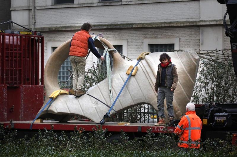 Prachtig kunstwerk van Andreas Hetfeld van een uitvergote gevonden potscherf.. Helaas niet voor Nijmegen maar voor Bathmen.. Zou goed in Nijmegen passen.... . Nijmegen, 24-2-2015 . dgfoto.