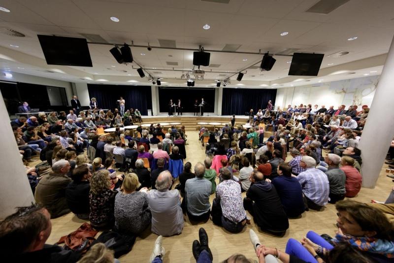montessori college kwakkenbergweg informatieavond voor bewoners Nijmegen over vluchtelingen op heumensoord met Bruls, Coa . Nijmegen, 17-9-2015 . dgfoto.