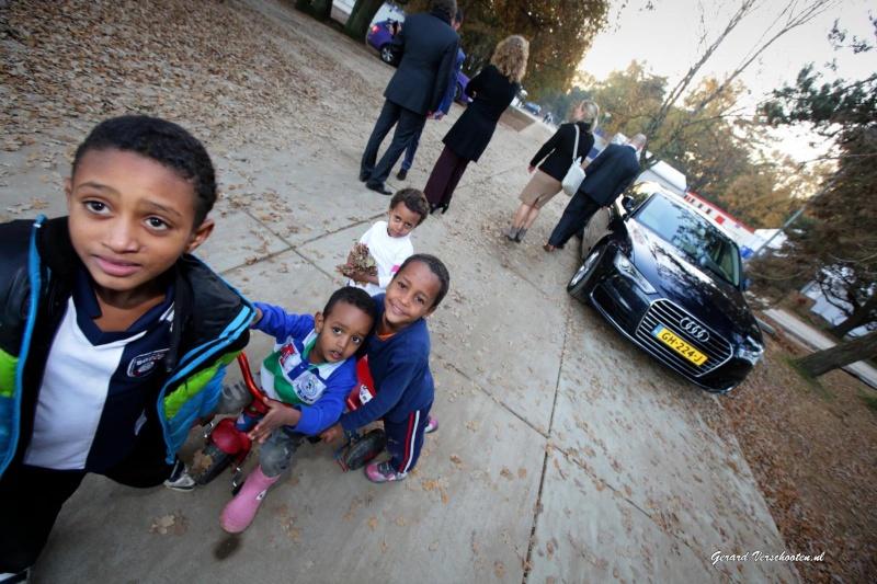 Lodewijk Asscher bezoekt Heumensoord waar Syrische en Eritrese vluchtelingen zitten. Nijmegen, 2-11-2015 .