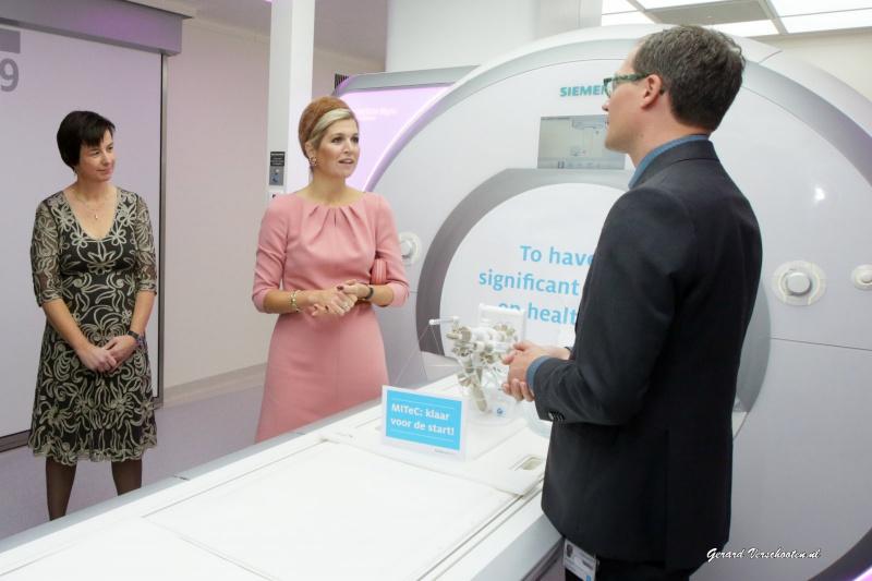 Maxima opent bij Radboudumc unieke operatiekamer met o.a Bruls. Nijmegen, 12-11-2015 .