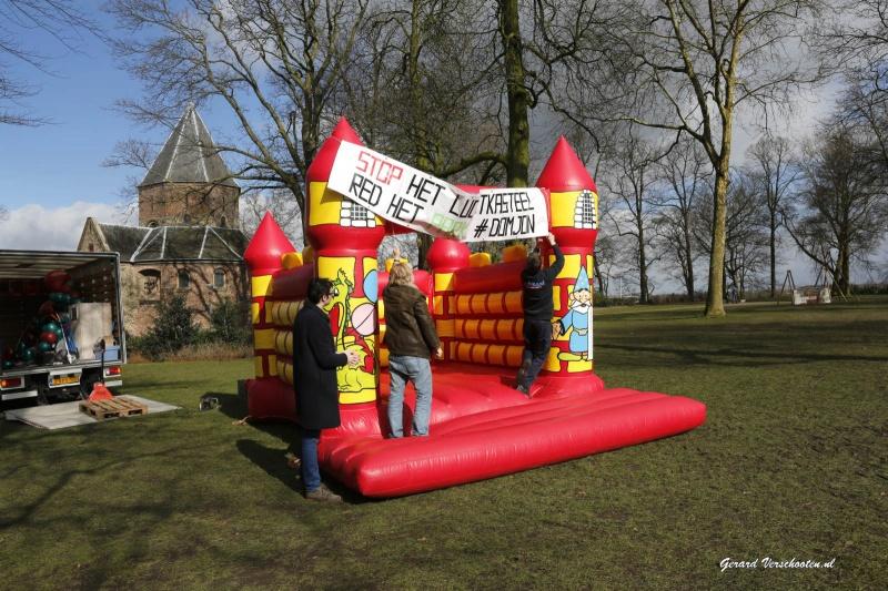 vandaag is het tien jaar geleden dat het referendum over de donjon werd gehouden. Interviewtjes met mensen die er wandelen/langskomen, en aansluitend ludieke actie van GroenLinks met Noel Vergunst... Nijmegen, 7-3-2016 .