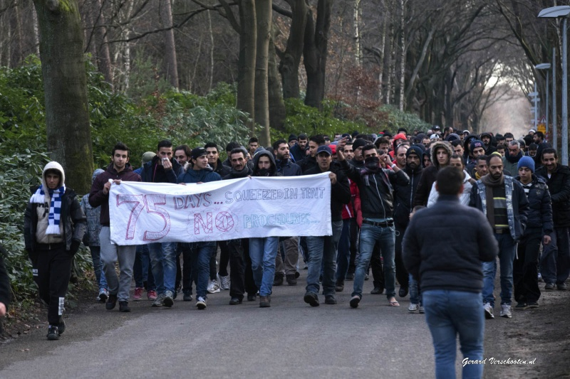 Asielzoekers Heumensoord protesteren. Nijmegen, 10-12-2015 .