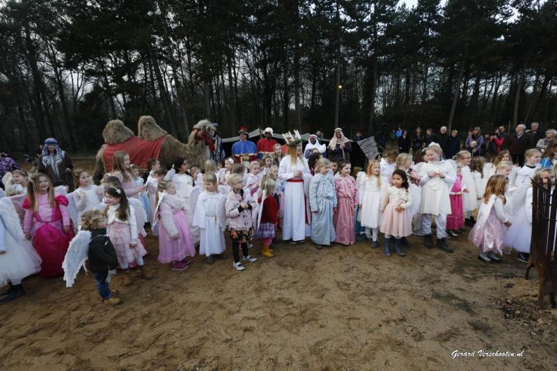 Feest van Licht in Orientalis: honderd engeltjes, Jezus en Josef en maria, knikkerban, kameel, kerststallen. Nijmegen, 13-12-2015 .