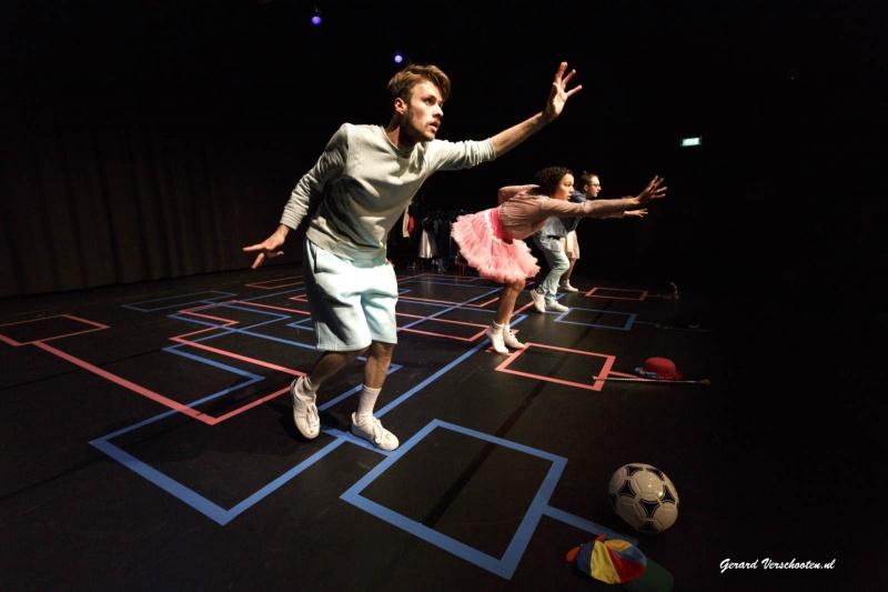 Theater aan Z, met het stuk ID overde vrijheid jezelf te durven zijn.., de Klif, Lent. Nijmegen, 14-1-2016 .