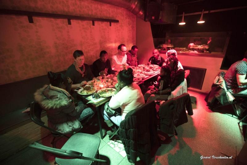 Eritrees eten in de Plak met o.a Marleen, Ruben. Nijmegen, 18-1-2016 .