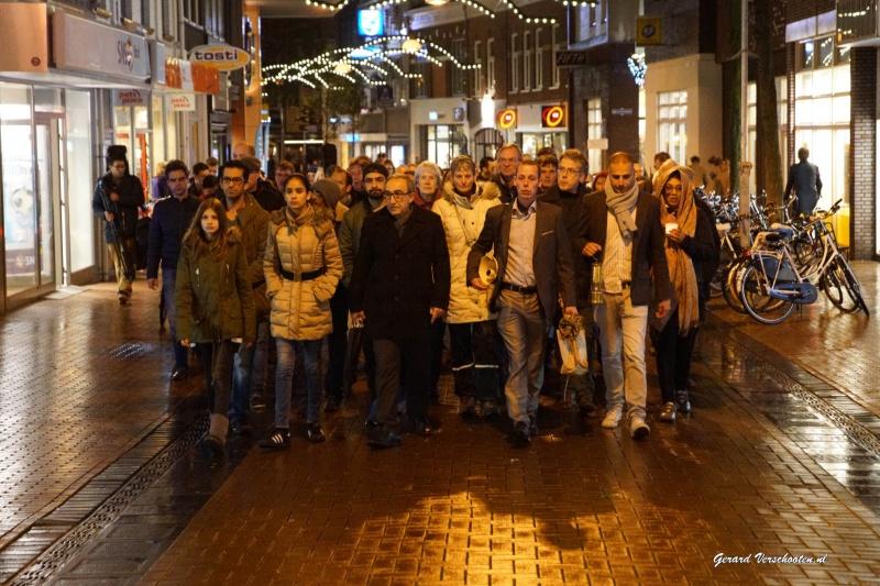 Stille tocht voor slachtoffers Parijs.. Nijmegen, 19-11-2015 .