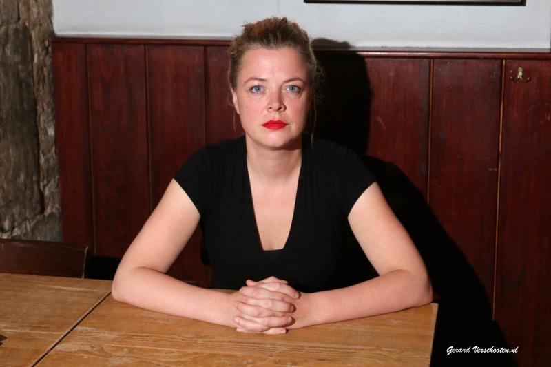 Hanneke Hendrix voor Uit Met, schrijfster. Nijmegen, 19-11-2015 .