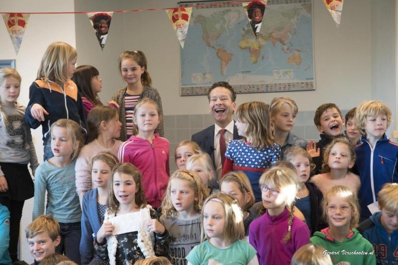 Minister van Financi?n Jeroen Dijsselbloem bezoekt basisschool de Hazesprong. Nijmegen, 26-11-2015 .