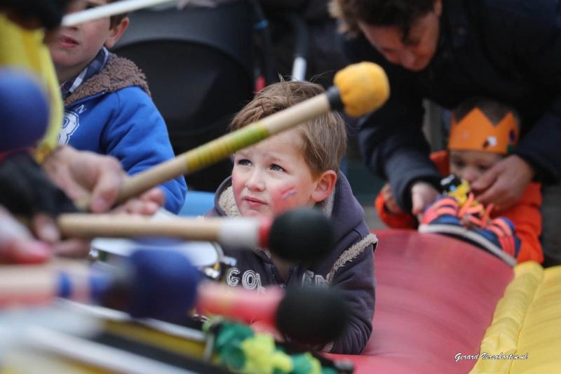 Koningsdag   Rommelmarkt in Beuningen Sambaband in Beuningen  , 27-4-2016 .