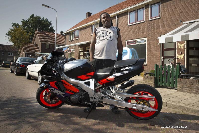 Motorrijder Elton en zijn maten, Waterkwartier willen stuk asfalt voor hun hobby, . Nijmegen, 15-9-2016 .