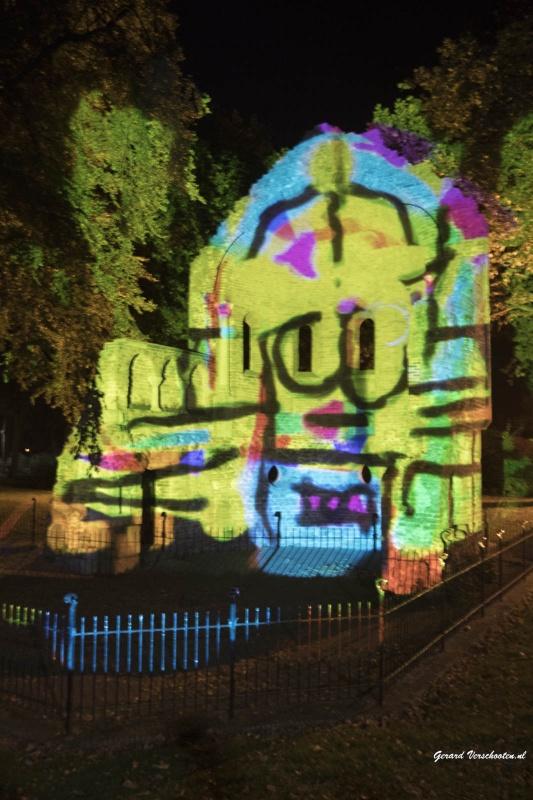 Kunstnacht. Nijmegen, 24-9-2016 . Barbarossa ruine beschilderd